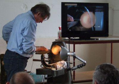 Using light to gauge thickness